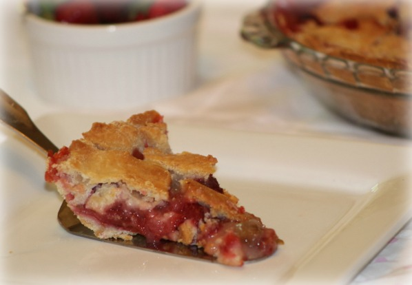 Strawberry Rhubarb Pie | The eMeals Blog