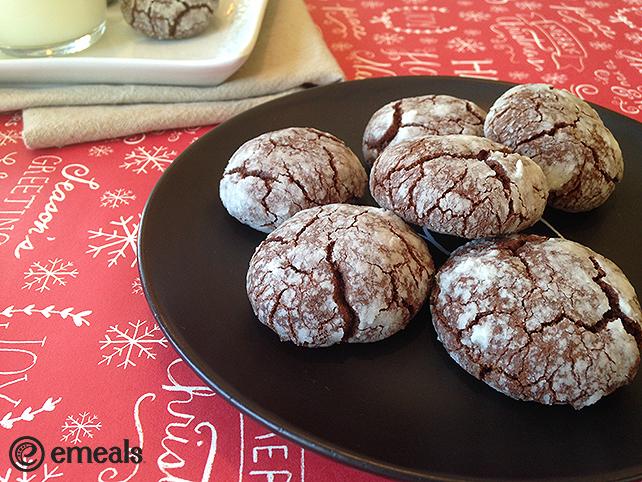 Chocolate-Peppermint Crinkle Cookies |eMeals #eMealsEats