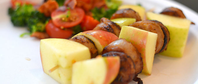 Paleo Lunch: Sausage-Apple Skewers with Broccoli, Bacon and Tomato Salad