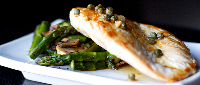 Low-Carb Paleo Dinner Recipe: Chicken Piccata with Italian Asparagus and Mushrooms
