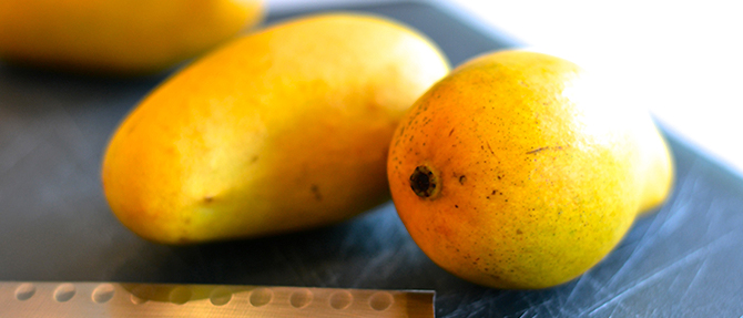 How to Peel and Cube Honey Mangos